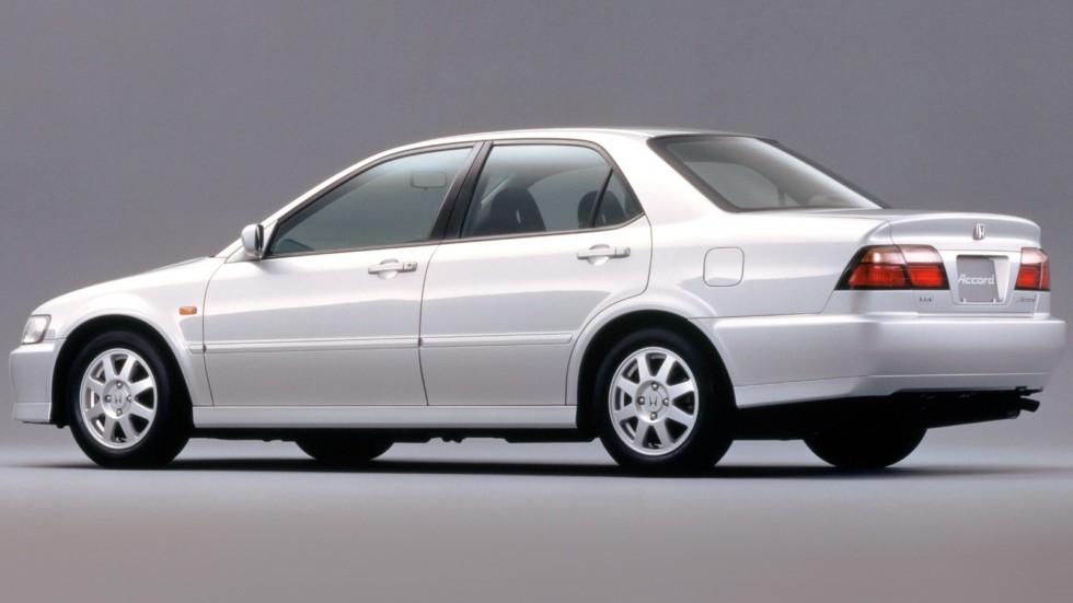 На фото: Honda Accord '1997–1998