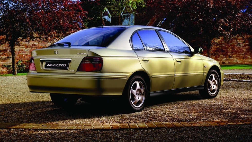 На фото: Honda Accord Hatchback '1999–2002