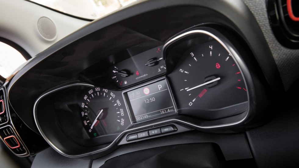 Citroen_C3_Aircross_(interior)-49