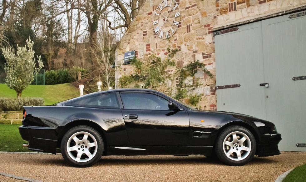 Практически новый Aston Martin Элтона Джона выставлен на аукцион