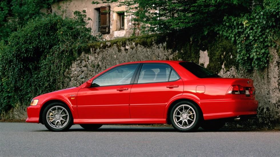На фото: Honda Accord Euro R '2000–2002