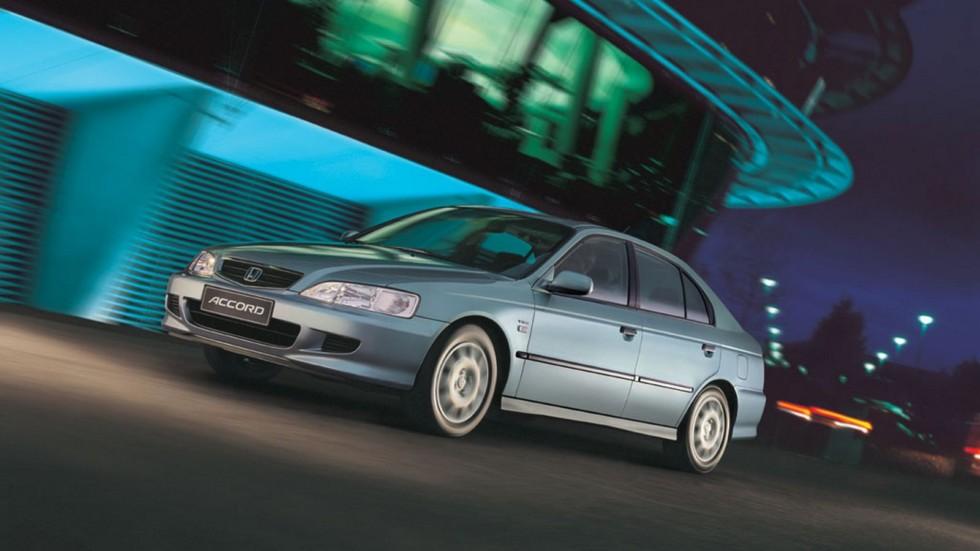 На фото: Honda Accord Hatchback '1999–2002