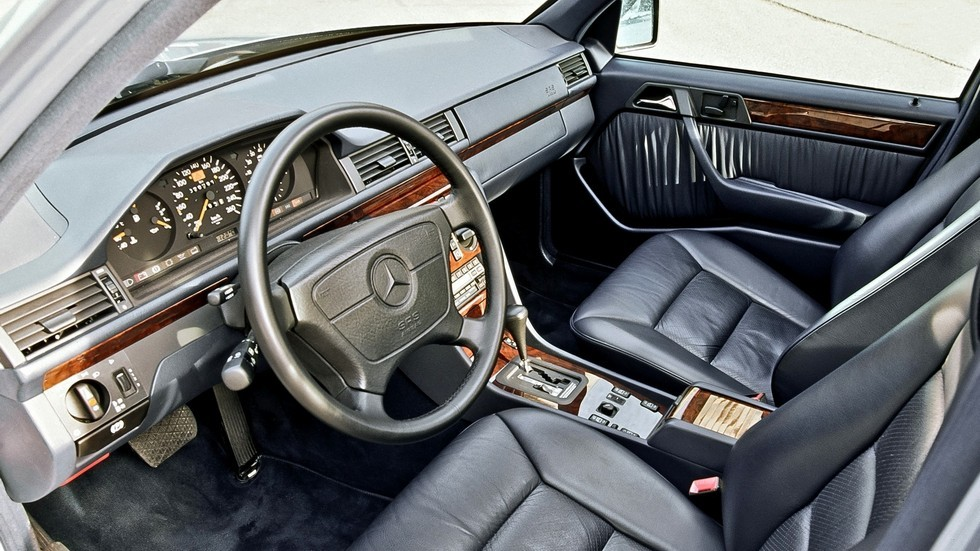 Интерьер Mercedes-Benz E 420 (W124) '1993–95