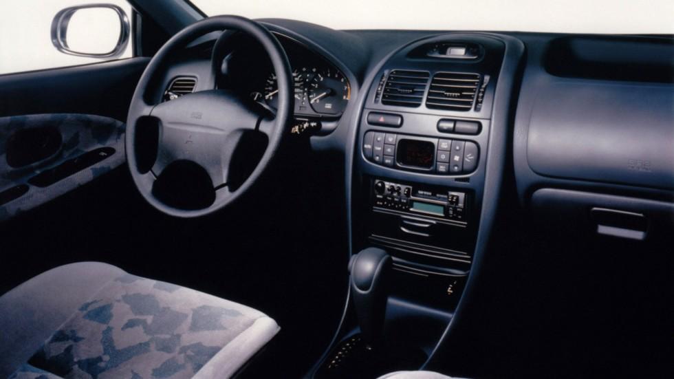 Интерьер Mitsubishi Carisma 5-door '1995–99ы