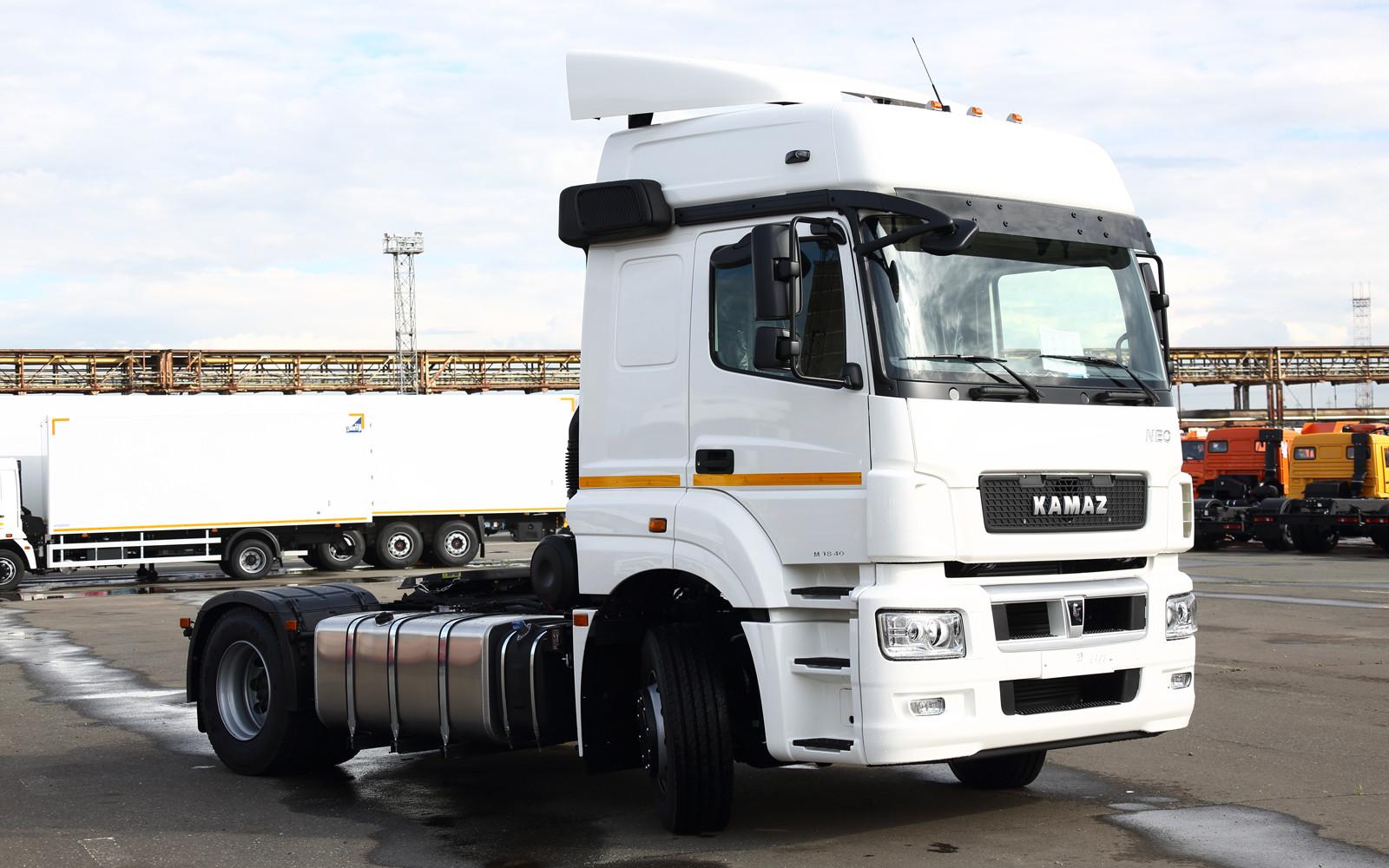 «КАМАЗ» начал серийное производство нового тягача 65209
