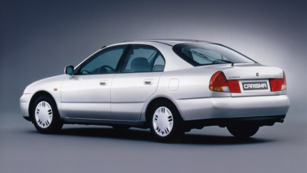 На фото: Mitsubishi Carisma 5-door '1995–99