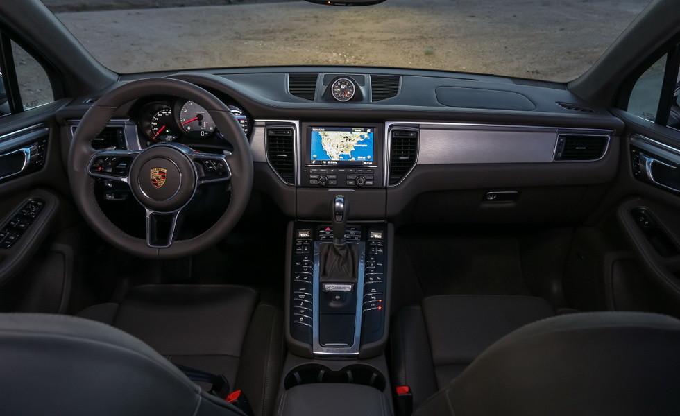 Обновленный Porsche Macan 2019: первые фотографии интерьера