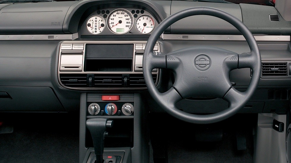 На фото: Торпедо Nissan X-Trail (T30) '2000–2003