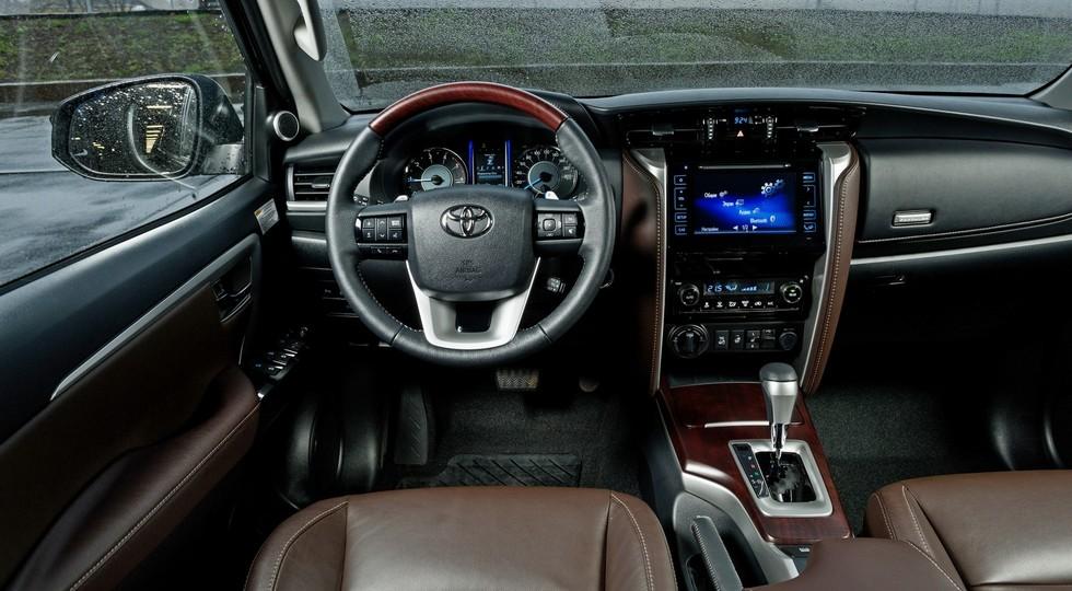 Toyota_Interior_20-1600x0-c-default
