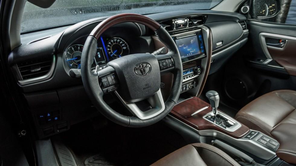 Toyota_Interior_21-1600x0-c-default