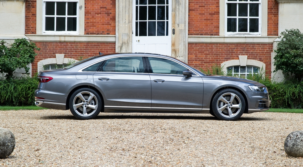 На фото: Audi A8 L