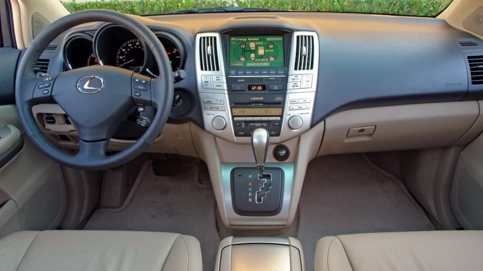 На фото: Торпедо Lexus RX 400h '2005–09