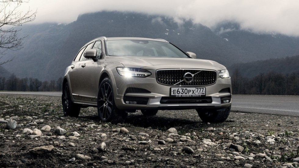 На фото: Volvo V90 T6 Cross Country '2016–н.в.