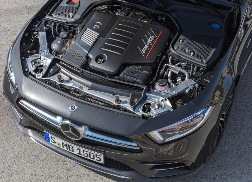"""На фото: двигатель Mercedes-AMG серии M256. Этот же мотор может """"прописаться"""" и под капотом у автомобилей Aston Martin"""