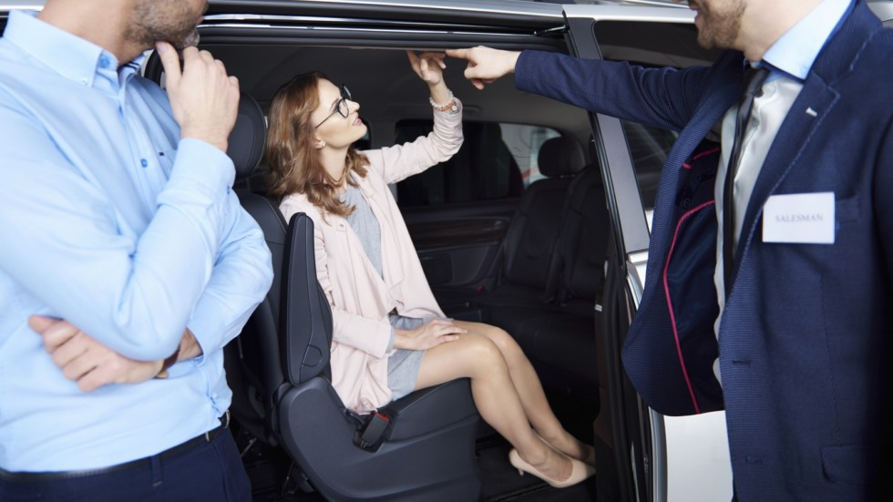 Car dealer offering the great deal