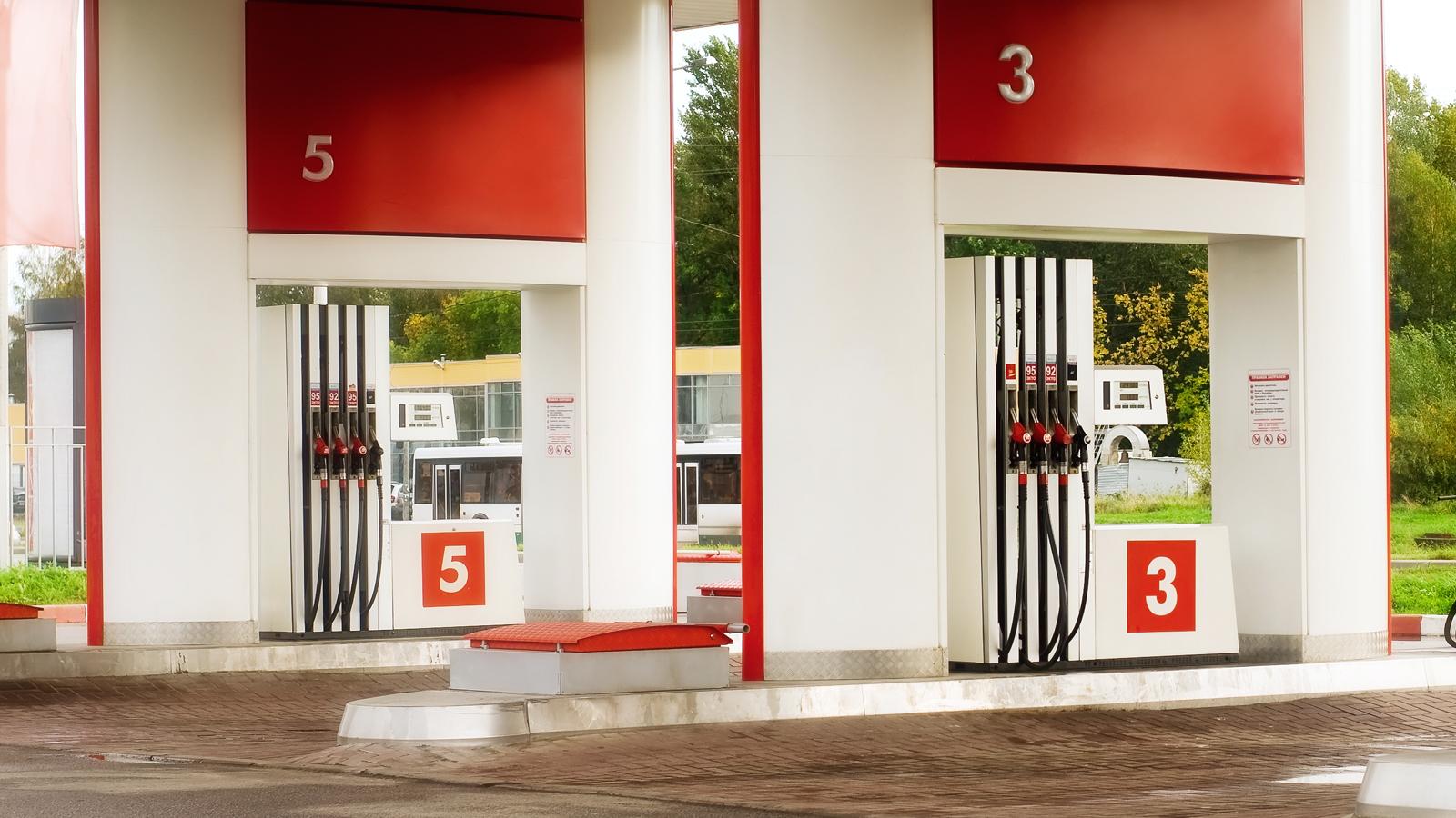 Цены поставщиков набензин зимой снизились на2,8%