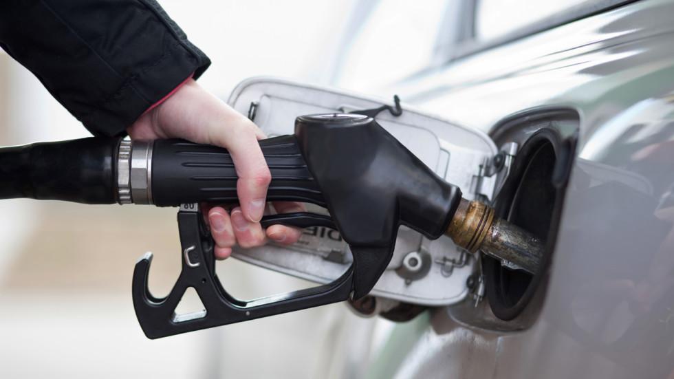 Штрафы за некачественное топливо начали выписывать автозаправщикам