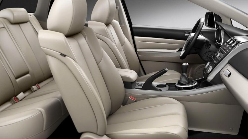 На фото: Интерьер Mazda CX-7 '2009–12