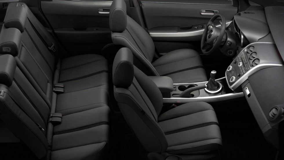 На фото: Интерьер Mazda CX-7 '2006–09