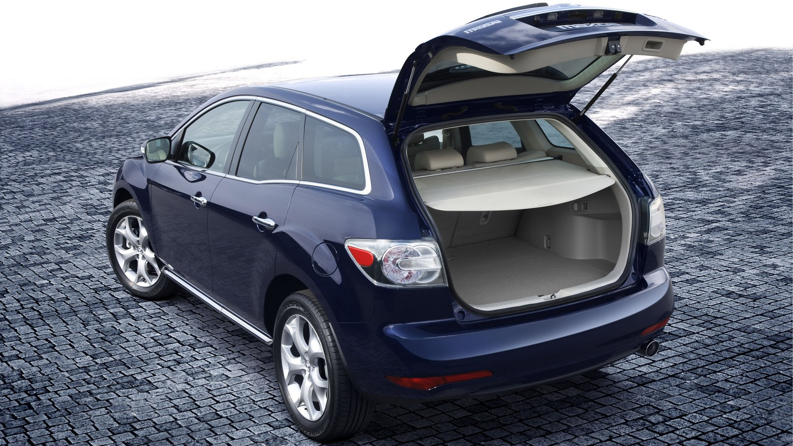 На фото: Mazda CX-7 '2009–12