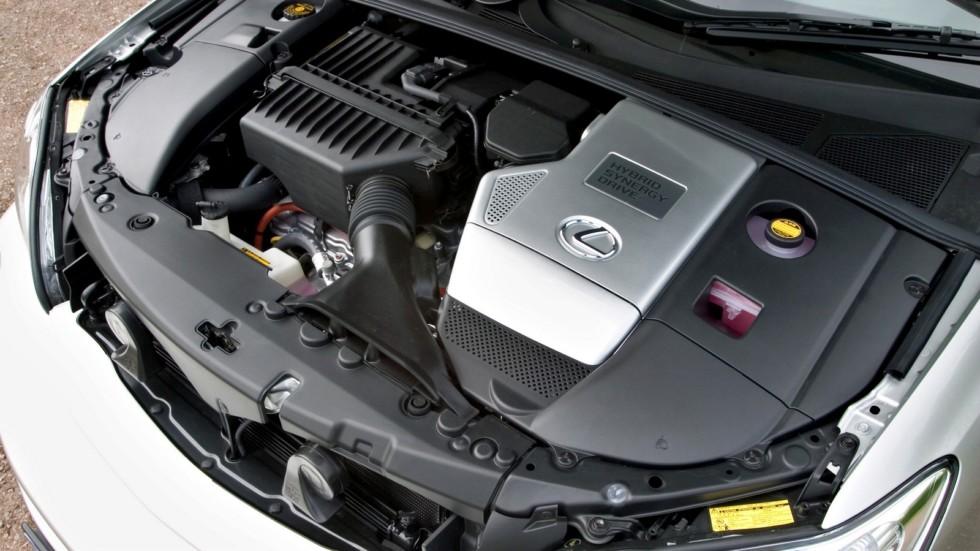 На фото: Под капотом Lexus RX 400h '2005–09