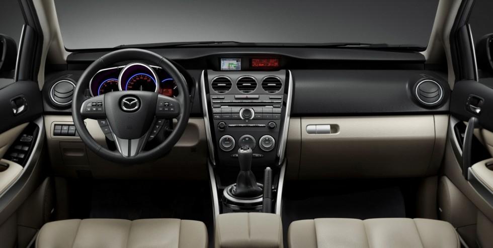 На фото: Торпедо Mazda CX-7 '2009–12