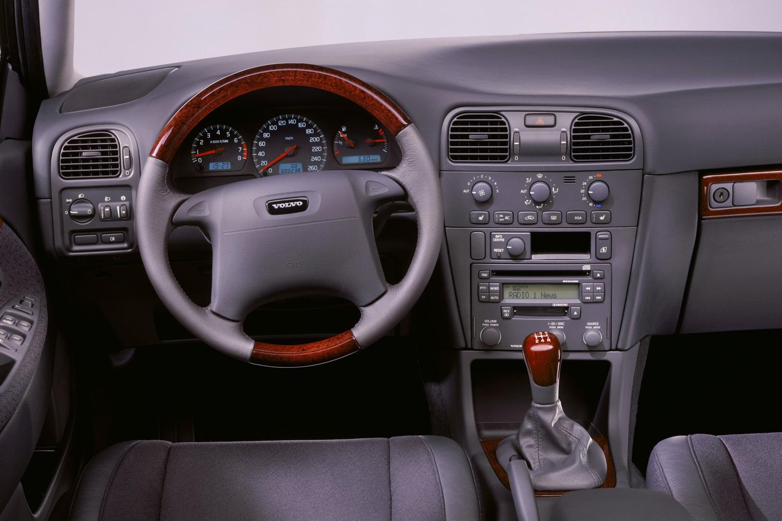 поддержанный volvo s40 первого поколения