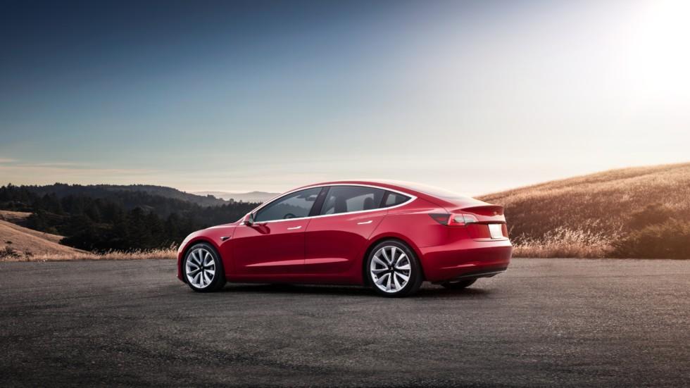Тормоза Tesla Model 3 «сдаются» после нескольких кругов езды по гоночной трассе