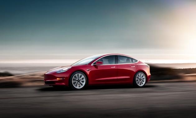 """Тормоза Tesla Model 3 """"сдаются"""" после нескольких кругов езды по гоночной трассе"""