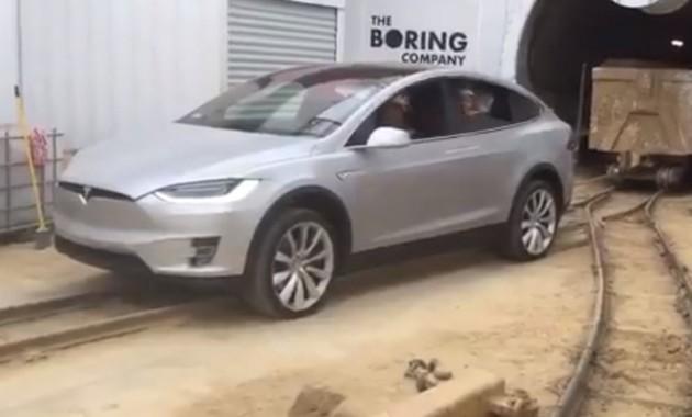 Tesla Model X переквалифицировали в локомотивы