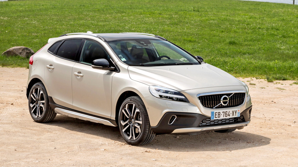 На фото: Volvo V40 D3 Cross Country'2016–н.в.