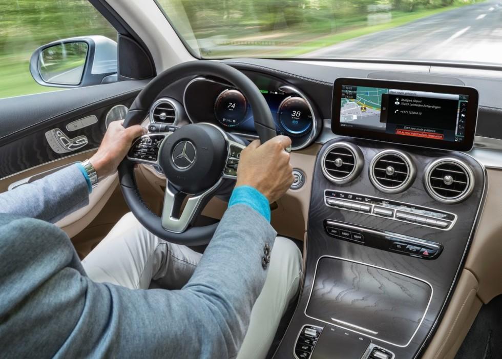 """Фотошпионы """"слили"""" в сеть фотографии рестайлингового Mercedes-Benz GLC"""