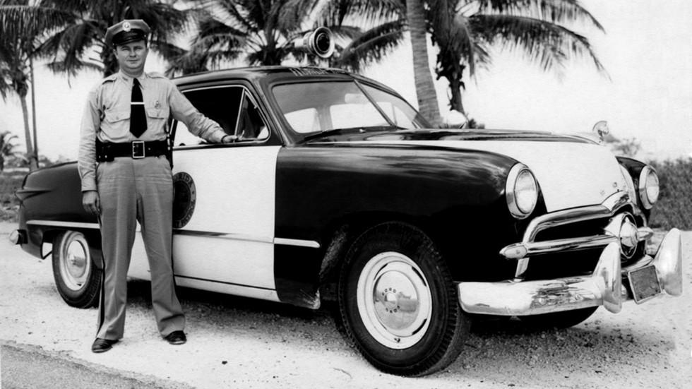 1949 ford tudor sedan полиция