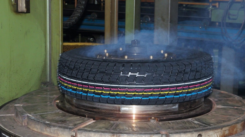 Свулканизованная шина размера 185/75 R16 C 104/102 RV-525