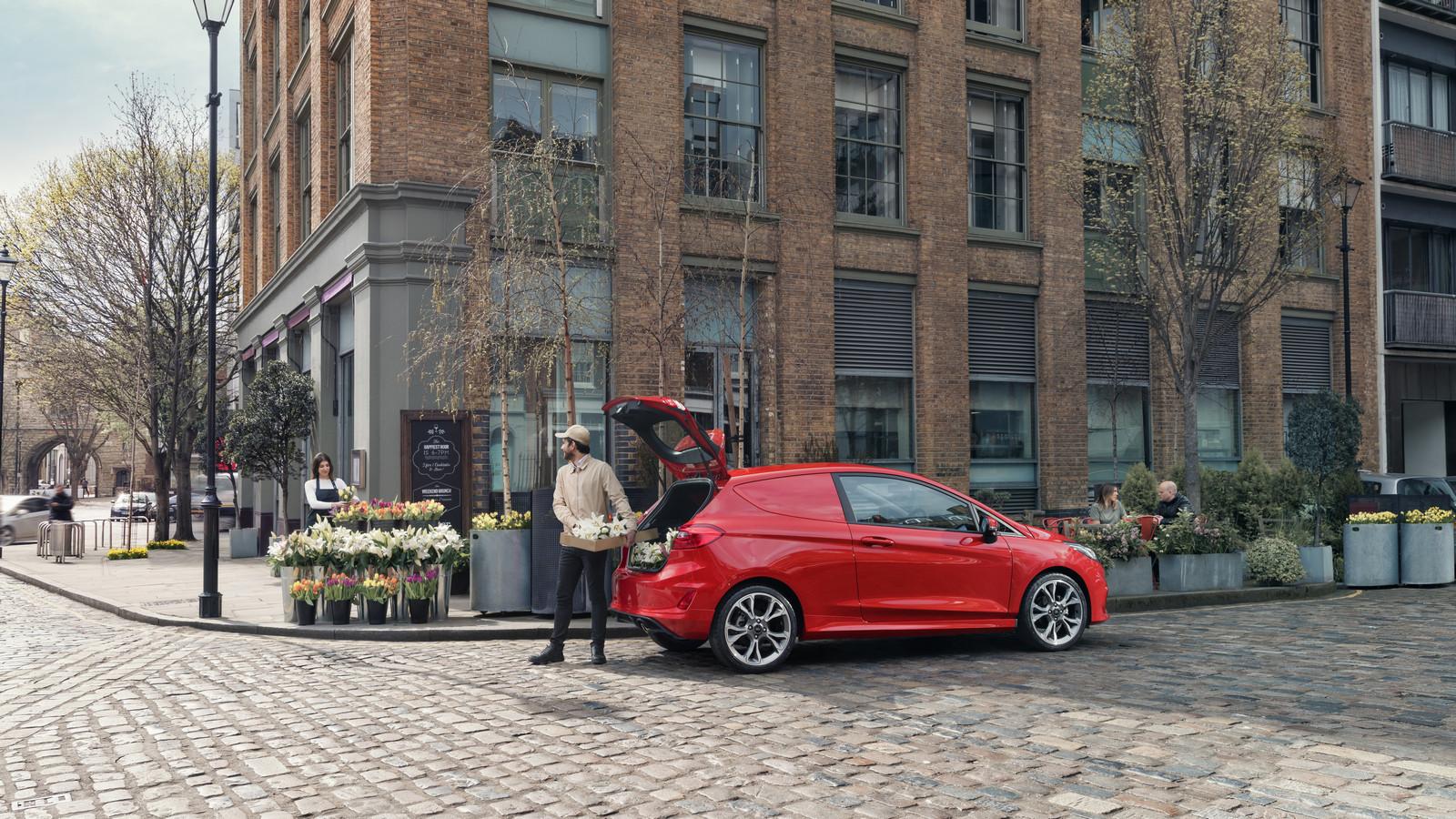 Новый Форд Fiesta Van: фургончик наполтонны