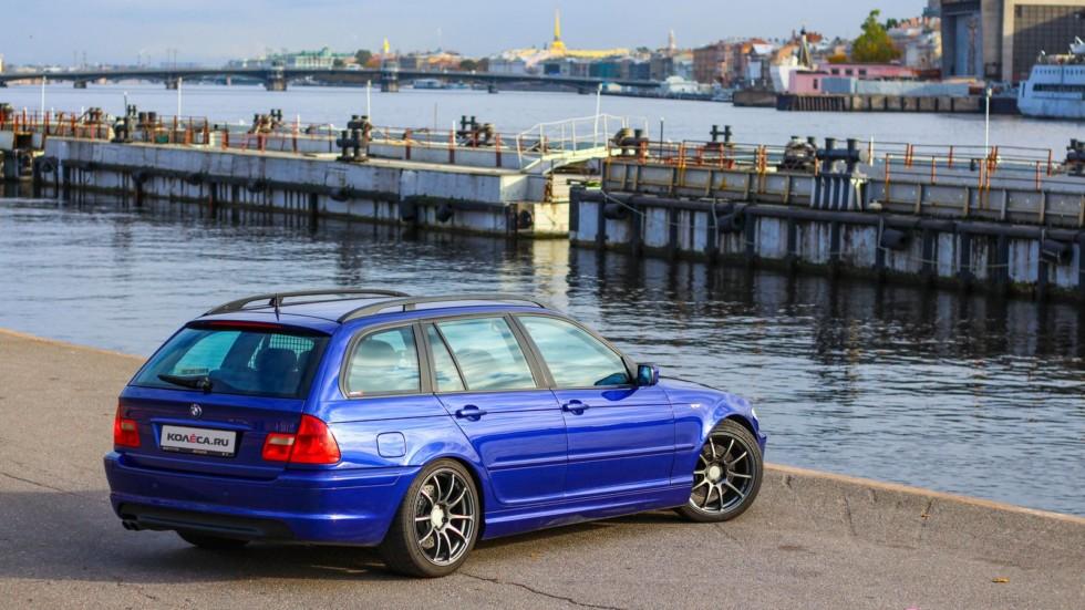 BMW e46 touring синий вид три четверти сзади