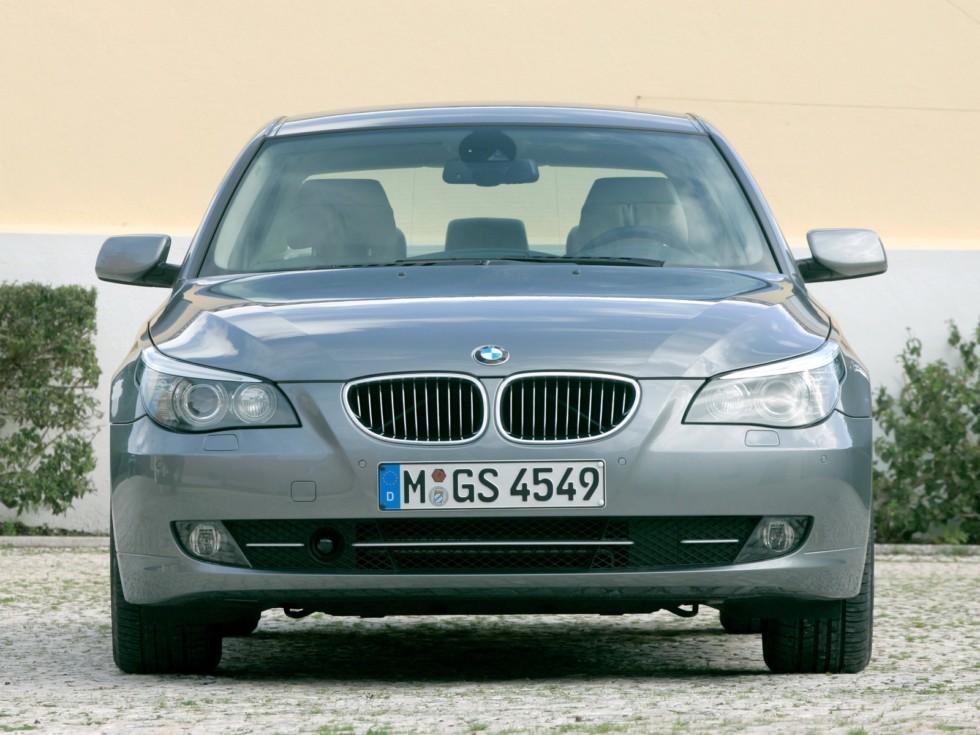 BMW (E60) вид спереди