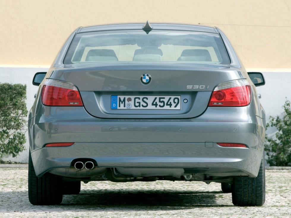 BMW (E60) вид сзади