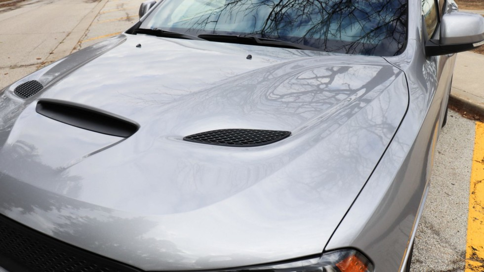 Dodge Durango серебристый капот