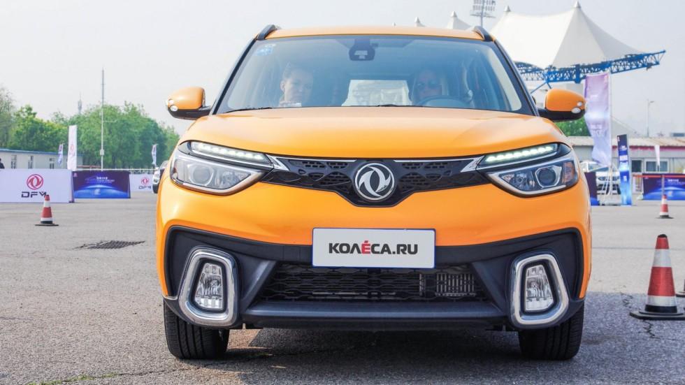 Dongfeng AX4 оранжевый вид спереди