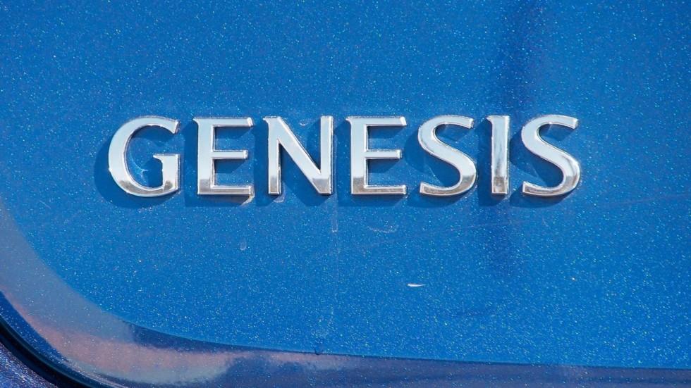 Genesis G80 синий шильдик