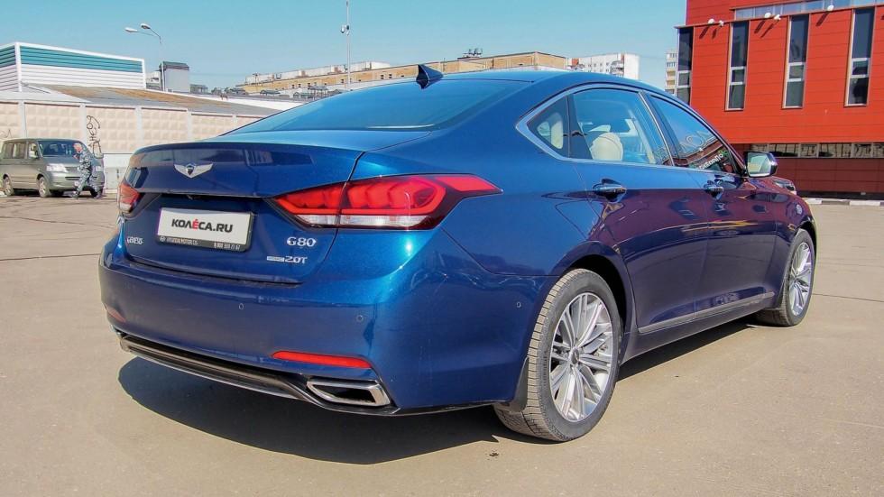 Genesis G80 синий сзади