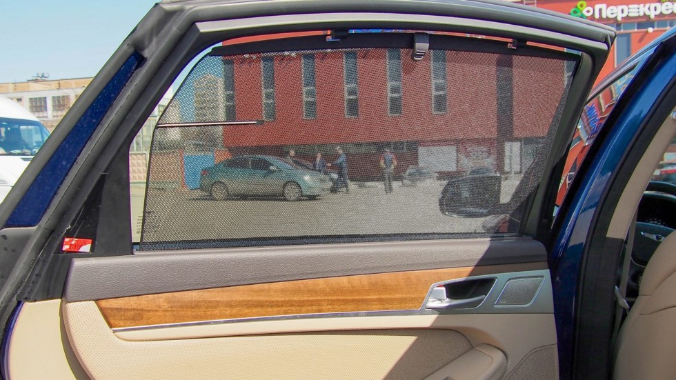 Genesis G80 шторка задней двери