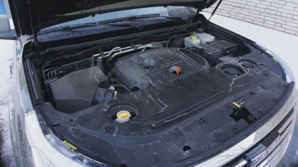 Haval H9 зелёного цвета двигатель сбоку