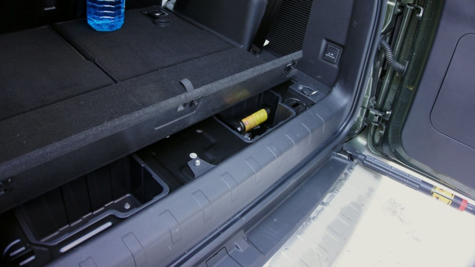 Haval H9 зелёного цвета открытый пол багажника