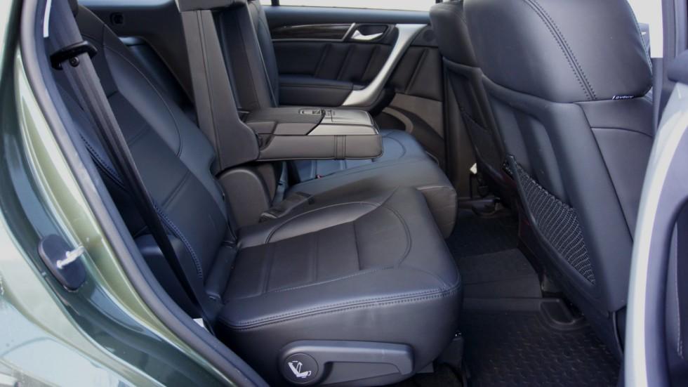 Haval H9 зелёного цвета пассажирские задние сидения
