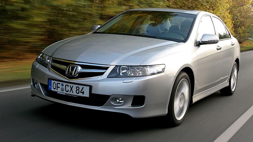 Honda Accord Sedan '2006–08 серебристый в движении