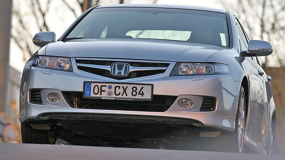 Honda Accord Sedan '2006–08 серебристый вид спереди