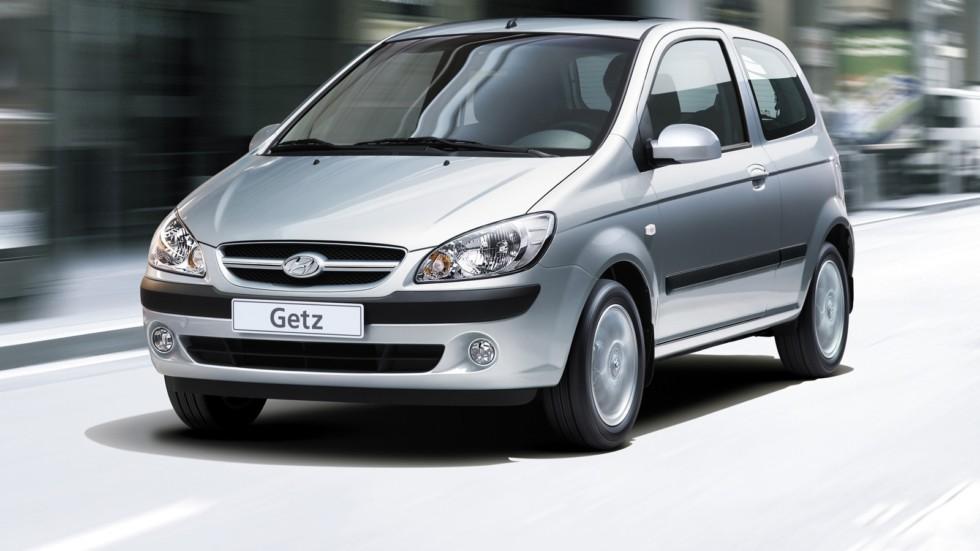 Hyundai Getz серый на ходу вид три четверти