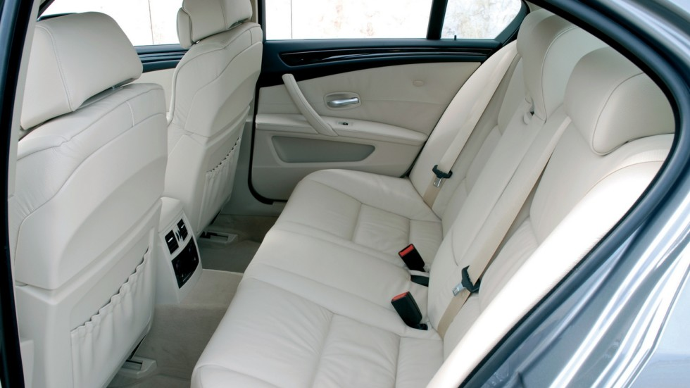 BMW (E60) задние сидения
